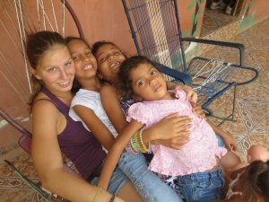 costa-rica-first-hand-volunteers-kindergruppe-schmusen