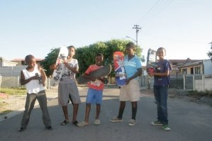 suedafrika-kapstadt-township-volunteer-skateboard-jugendliche