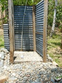 panama-ecofarms-volunteer-dusche