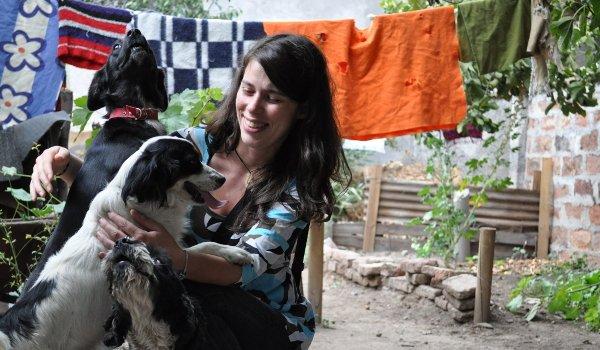 Andrea bei Lidias Hunden.