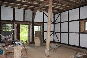 Nach und nach wurden die Gebäudeteile sarniert. An einigen Abschnitten des Gebäudes, sowie der Anlage besteht jedoch noch Bedarf.