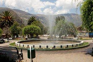 Urlaubsfeeling am Plaza von Calca.