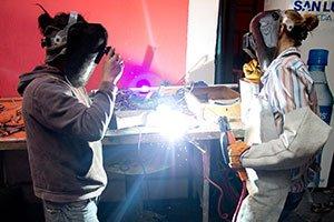 Ein Kunst-Projekt findet im Volunteer-Haus statt.