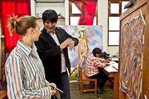 In verschiedenen Kursen, wie Töpfern, Malerei oder Holzkunst, kannst du deine künstlerischen Fähigkeiten ausleben.