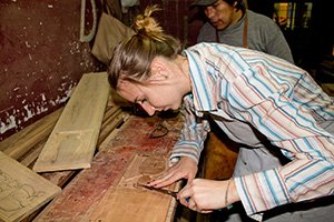 Wenn du gerne mit Holz arbeitest oder es gerne ausprobieren möchtest, bist du im Holzworkshop des Kunstprojekts genau richtig!