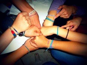 sozialer-friedensdienst-armbander