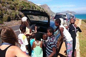 Surfunterricht für Kinder in Südafrika