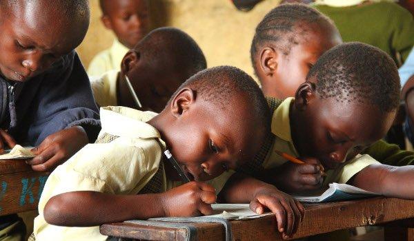 Unterricht bei den Little Stars in Kenia