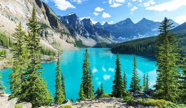 Smaragdgrüne Seen, schneebedeckte Berge und Wald: Die Rocky Mountains bieten eine schöne landschaftliche Vielfalt.
